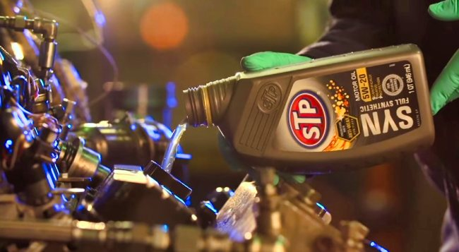 How to use STP motor oil