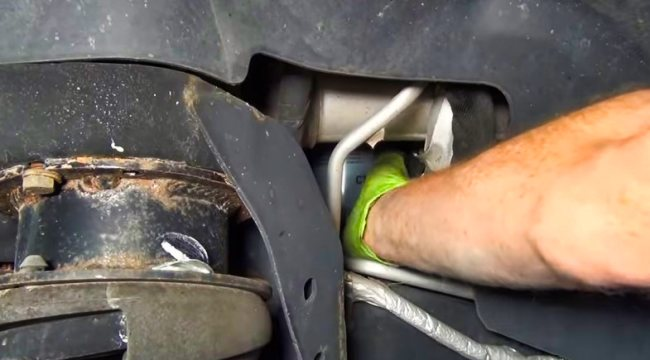 How to change oil filter in 6.7 Cummins